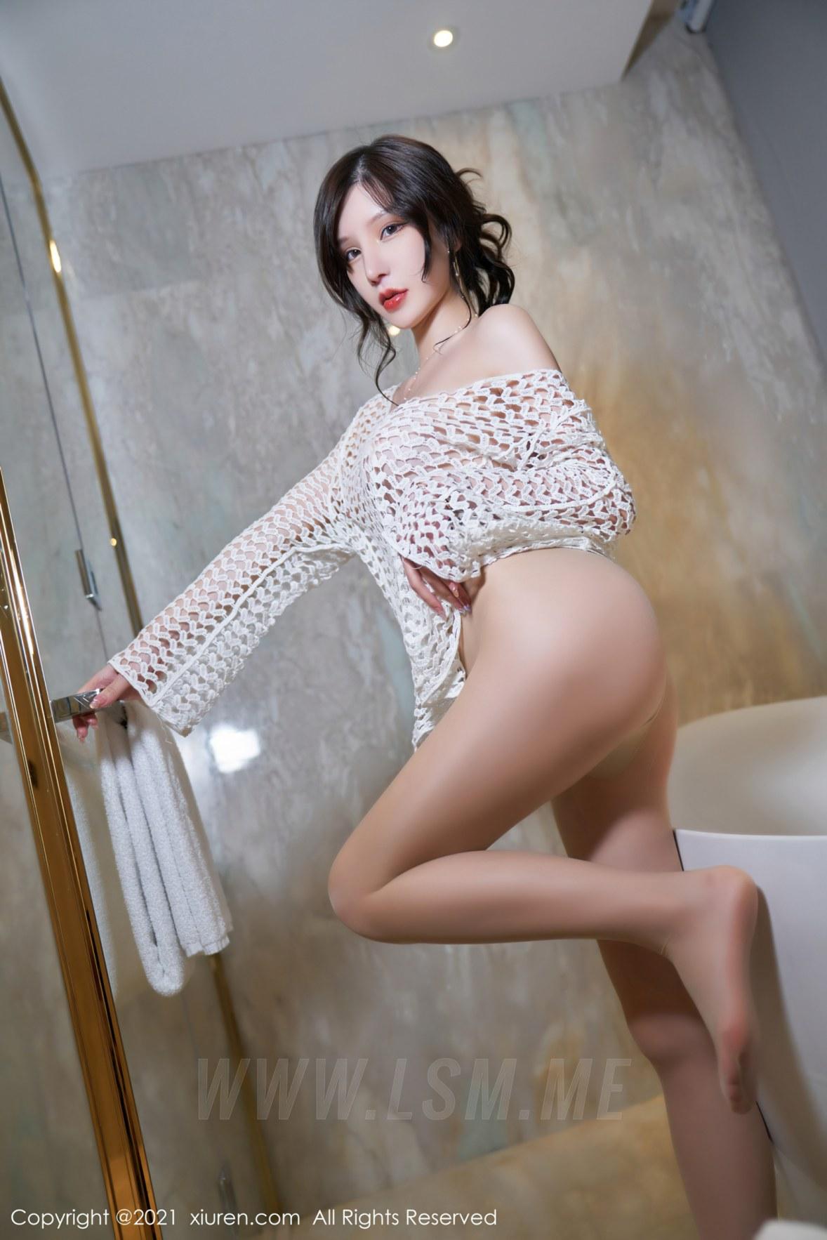 XiuRen 秀人 No.3897 OL短裙 周于希Sandy 大理旅拍11 - 3