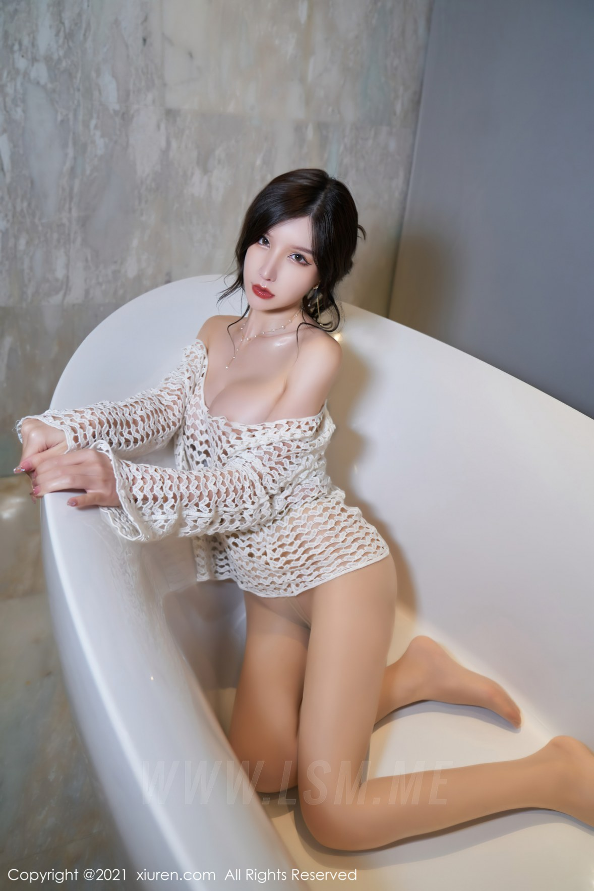 XiuRen 秀人 No.3897 OL短裙 周于希Sandy 大理旅拍11 - 4