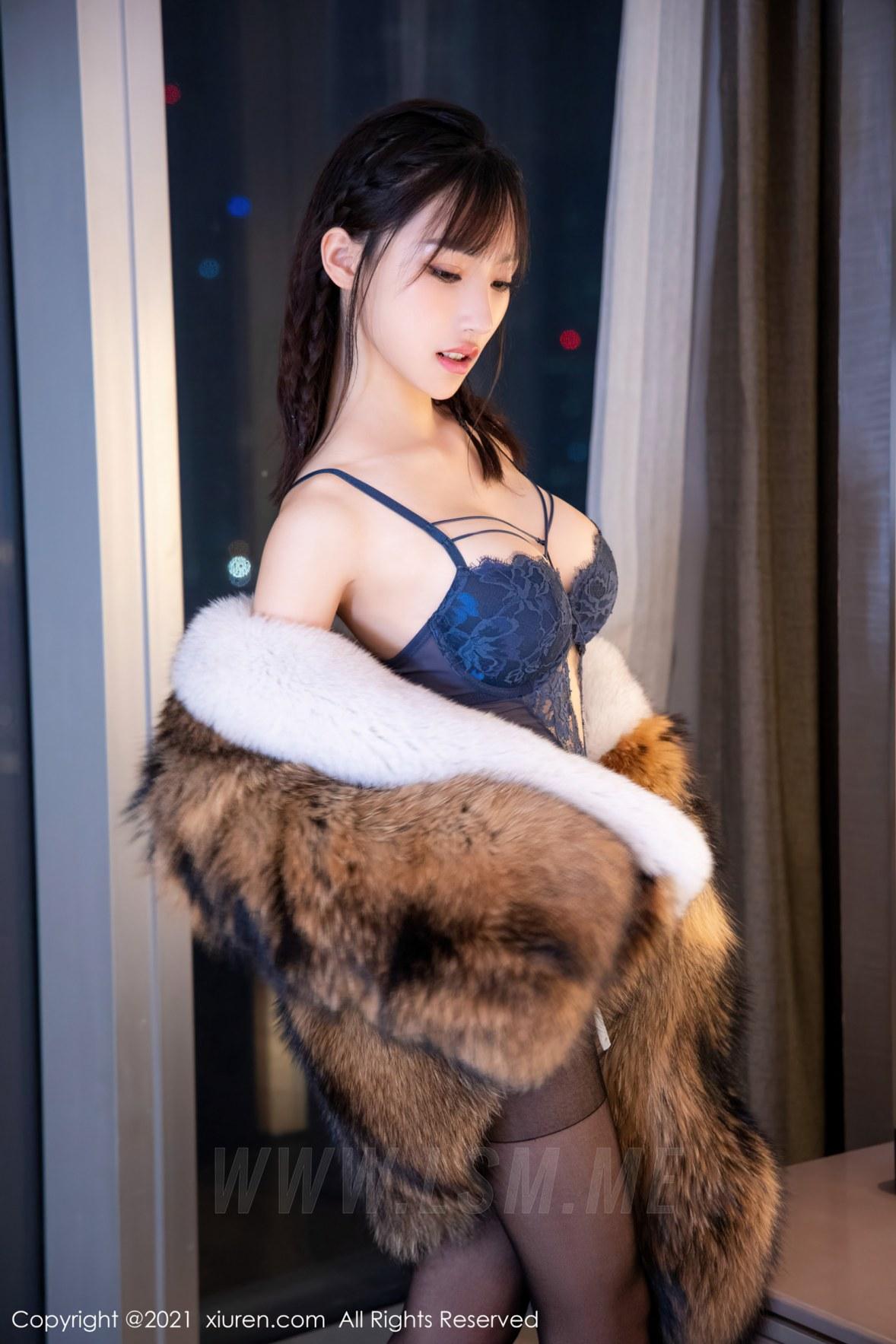 XiuRen 秀人 No.4031 皮草服饰 西门小玉 性感写真 - 1